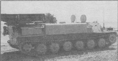 """Боевая машина ЗРК """"Стрела-10М2"""", оборудованная дополнительными поплавками по бортам корпуса"""